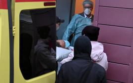 נבלני מועבר מבית החולים באומסק שבסיביר לשדה התעופה