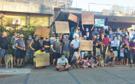 גברים במחאה נגד אלימות מינית