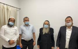 זאב אלקין (שלישי מימין) עם רבני ברסלב