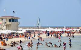 חופי תל אביב הומי אדם