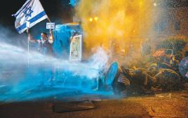 """שימוש במכת""""זית בהפגנה בבלפור"""