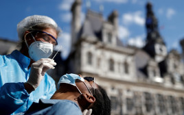 בדיקת קורונה על נוף פריז
