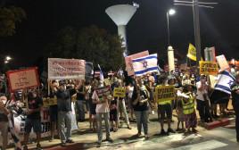 הפגנת המחאה מול ביתו של בנימין נתניהו בקיסריה