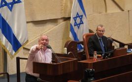 """השר דודי אמסלם (שמאל) ויו""""ר הכנסת לוין (מימין)"""