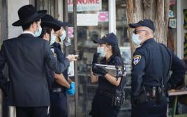 קורונה - שוטרים מחלקים קנסות