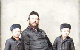 משמאל - יוסף דוד (סבה של בוקי),  באמצע -משה  (סבא רבא) ומימין - יוהן (סבו של יוחי)