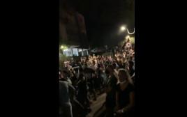 מאות בני אדם מתחת לבית החשוד בבת ים