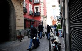 חיילים עוזבים את העיר עקב המגפה