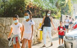 ילדים הולכים לבית הספר בירושלים