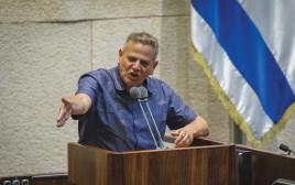 ניצן הורוביץ על דוכן הנואמים בכנסת