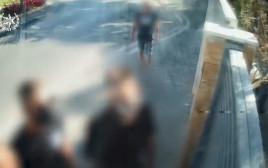 החשודים בפריצה ובתקיפה מגיעים לבית בתל אביב
