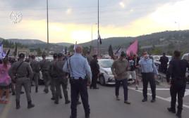 כוחות משטרה במחאה בכביש 1
