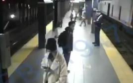 רגעי האימה בתחנת הרכבת התחתית