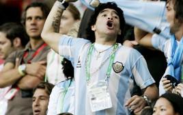 מראדונה ביציע נבחרת ארגנטינה