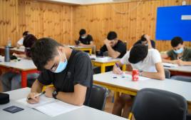 תלמידי תיכון (למצולמים אין קשר לנאמר בכתבה)