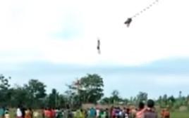 בן 12 הסתבך בעפיפון שלו והתרסק מגובה של 30 מטרים