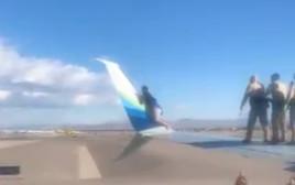 הבחור שנתלה על כנף המטוס