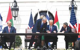 טקס החתימה על השלום עם האמירויות