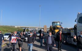שיירת המחאה חוסמת את כביש 6