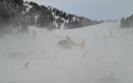 צוות החילוץ שהגיע לסייע למאורסים הטריים
