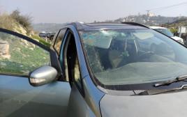 הרכב שנפגע מיידוי האבנים סמוך לחלמיש