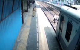 גבר ניצל מפגיעה של רכבת ברגע האחרון