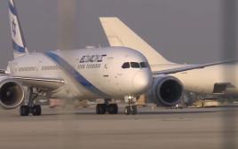 """מטוס אל על עם משלוח חיסוני קורונה של פייזר נחת בנתב""""ג"""