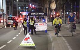 שוטרים אוכפים סגר תל אביב מחסום משטרתי משטרה  תל אביב טיילת