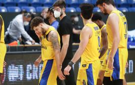 שחקני מכבי תל אביב מאוכזבים