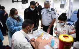 לאחר אי ההסכמות, החל מבצע החיסונים בבתי הסוהר