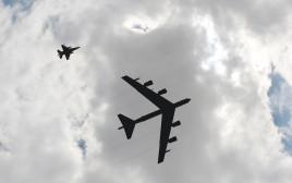 """מפציצי B52 של צבא ארה""""ב"""