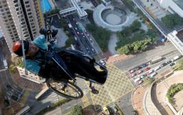 המטפס צ'י-וואי על מגדל נינה