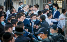 עימותים בין שוטרים לחרדים באשדוד