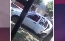 האישה מרסקת את הרכב של בן זוגה לשעבר