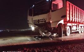 תאונת דרכים בין משאית לרכב פרטי