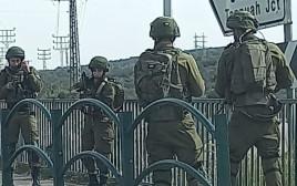 חיילים בזירת הפיגוע סמוך לאריאל