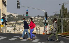 אנשים במסכות, קורונה בירושלים