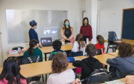 תלמידים בכיתה בקורונה