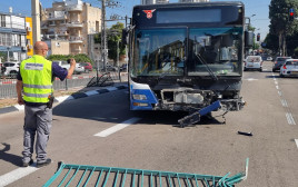 "אוטובוס ""דן"" שנפגע"