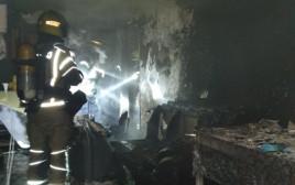 לוחמי האש משתלטים על השריפה שפרצה בעקבות סדין חשמלי