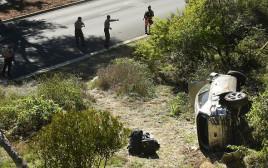 רכבו של טייגר וודס בזירת התאונה