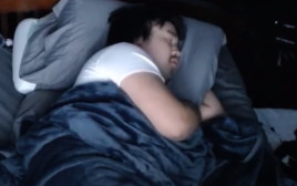 אנדי ישן בשידור חי