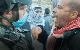 """פלסטיני מול חייל צה""""ל"""
