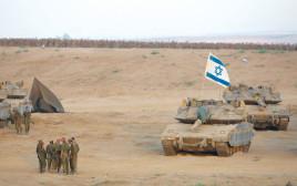 """טנקים וחיילים במבצע """"צוק איתן"""" יונתן זינדל, פלאש 90"""