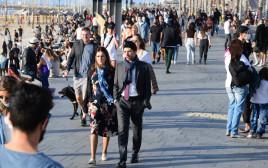 אנשים בתל אביב