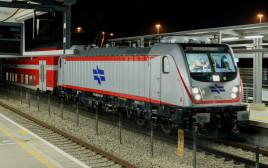 """נסיעת המבחן של הרכבת בין לוד לת""""א"""
