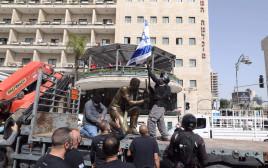 הפסל שהוצב בירושלים