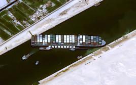 הספינה התקועה בתעלת סואץ