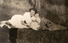 מוניקה עם אמה אידית