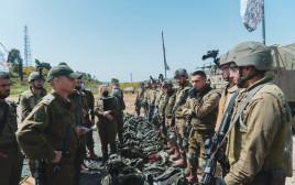 """צמרת צה""""ל ערכה מסדר ביקורת ל־27 גדודי יבשה"""